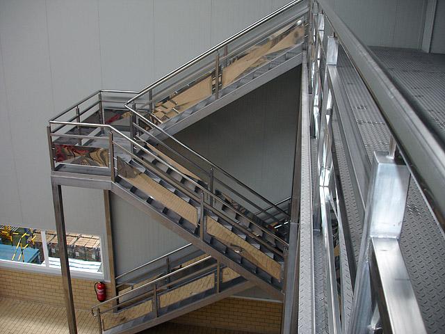 Proyectos en acero inoxidable - Escalera con tensores de acero ...